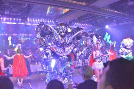 東京新宿機器人餐廳表演1